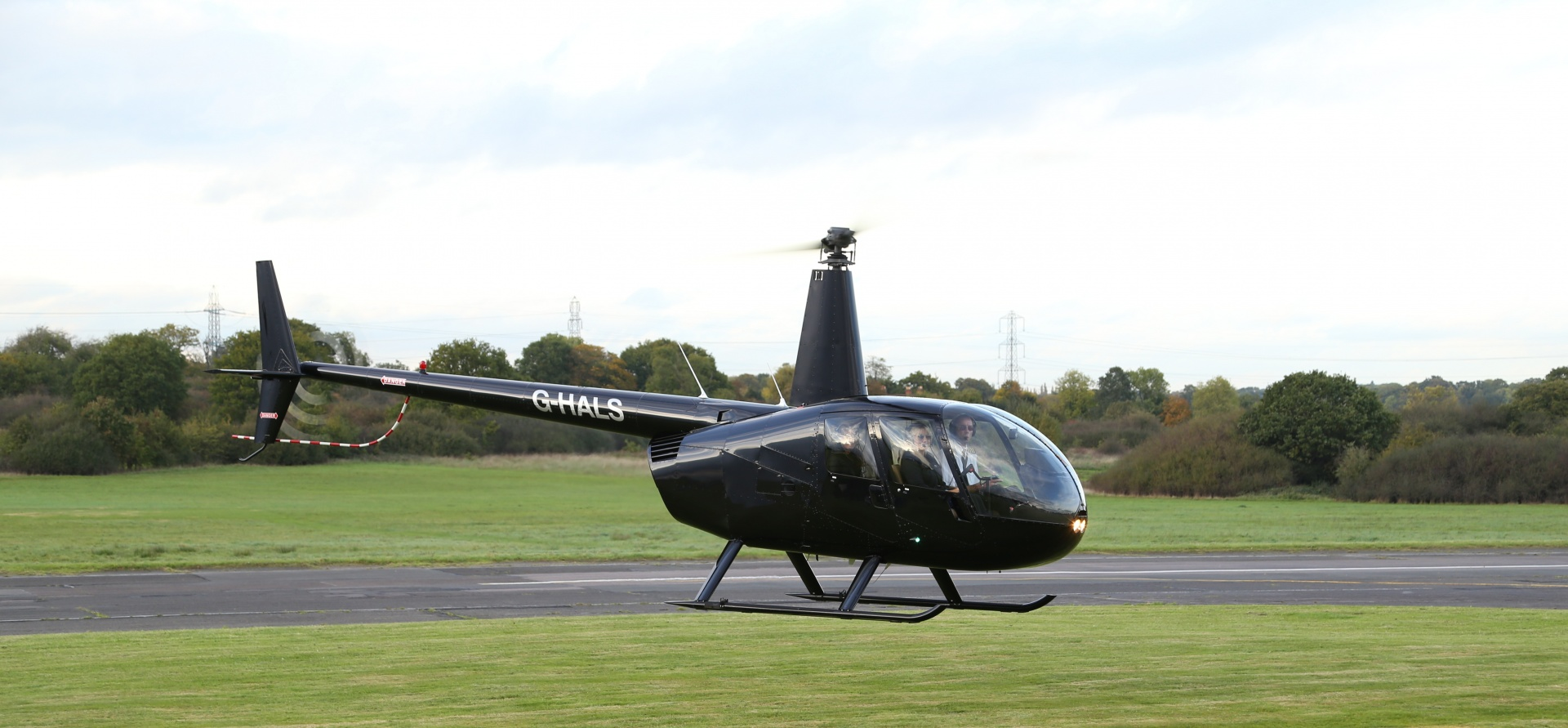 Hertfordshire 60 Minute Helicopter Lesson in a R44-3