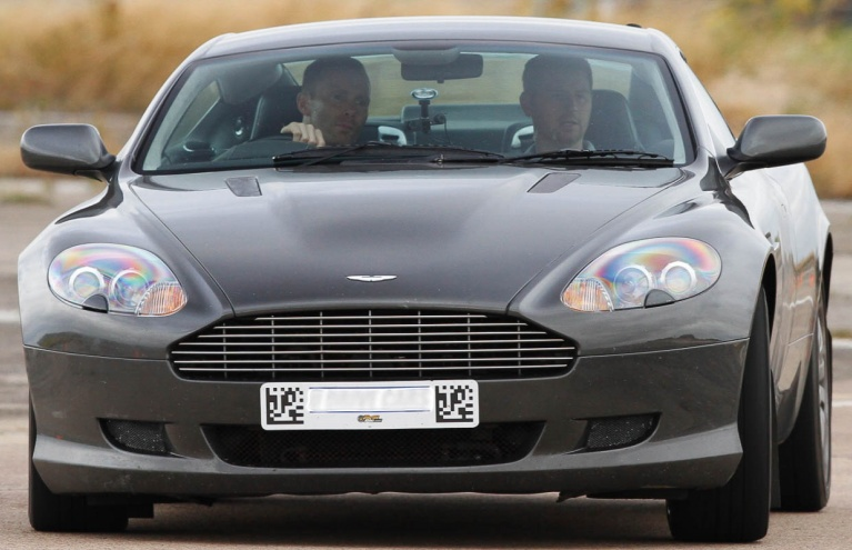 Aston-Martin-vs-Porsche-Driving-Experience-in-Oxfordshire.jpg