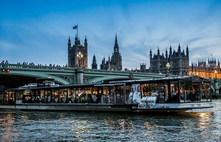 Bateaux-London-Dinner-Cruise-Gift-Experience.jpg