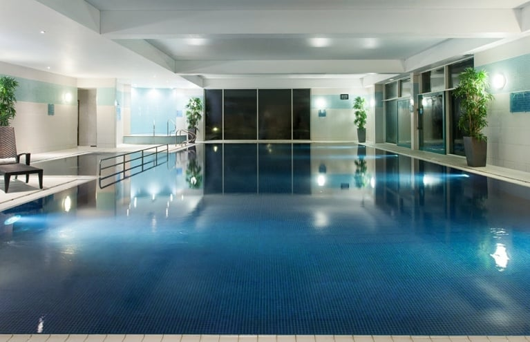 Crowne-Plaza-Marlow-Spa-Pool-big.jpg
