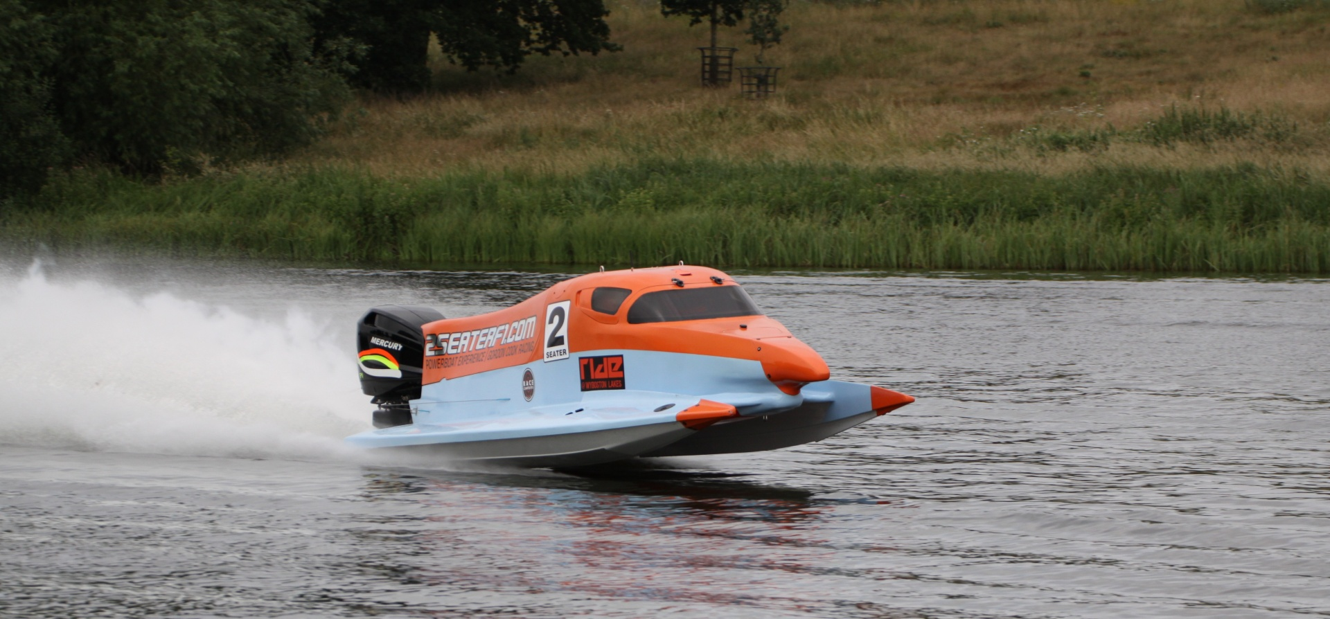Two Seater F1 Powerboat Experience in Bedfordshire