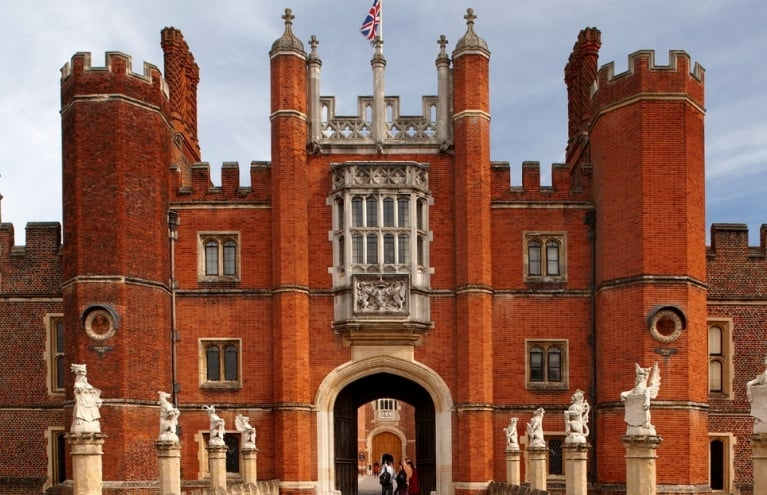 Hampton-Court-London-2.jpg