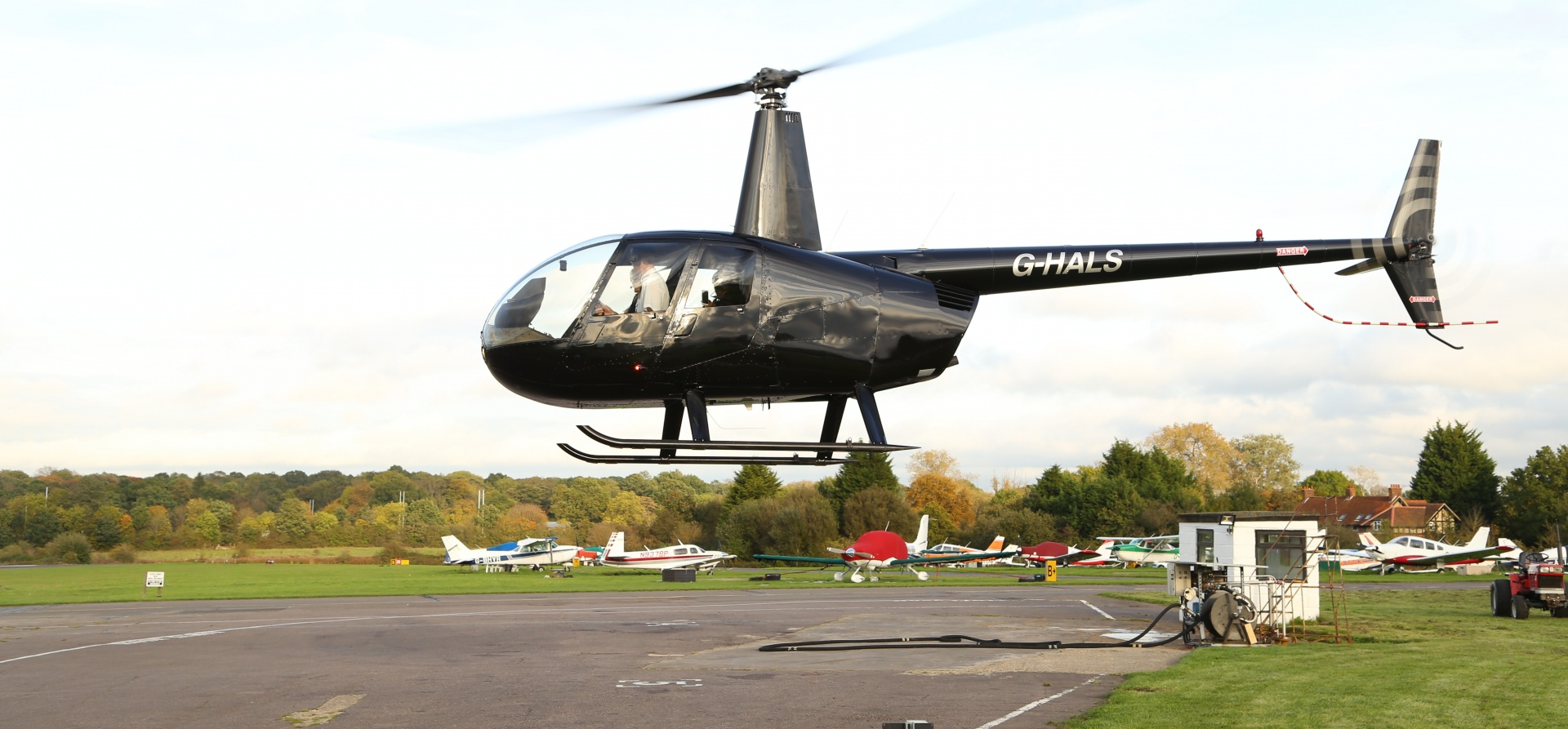 Hertfordshire 60 Minute Helicopter Lesson in a R44-7