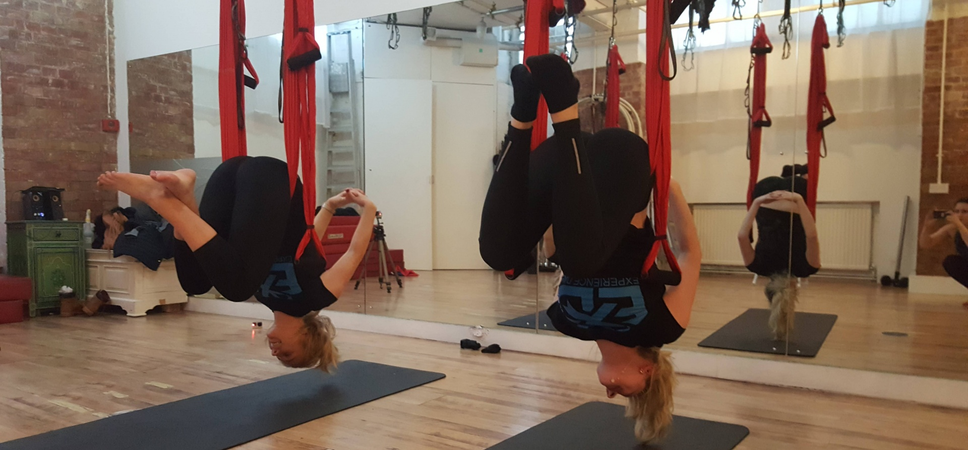 Private Aerial Yoga Class For Two - London-3