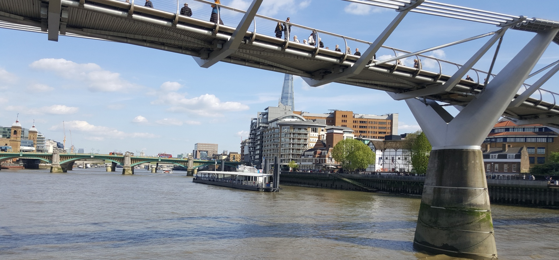 Classic Thames Lunch Cruise for Two-8