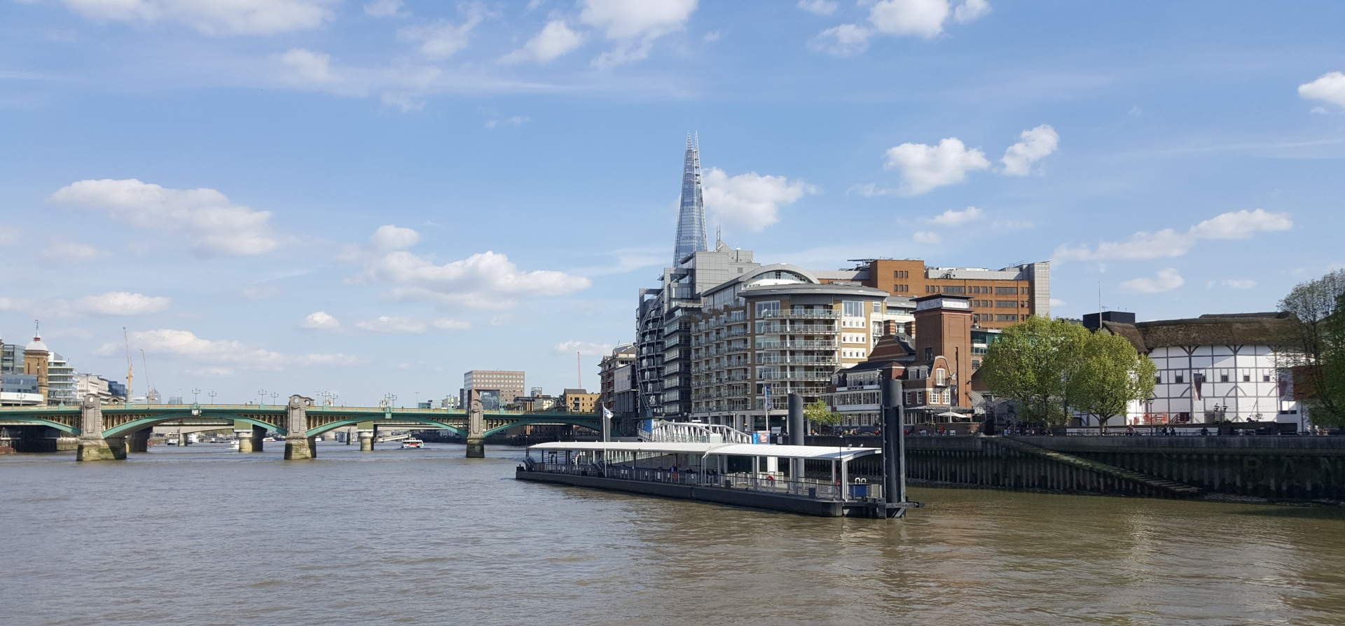Classic Thames Lunch Cruise for Two-11