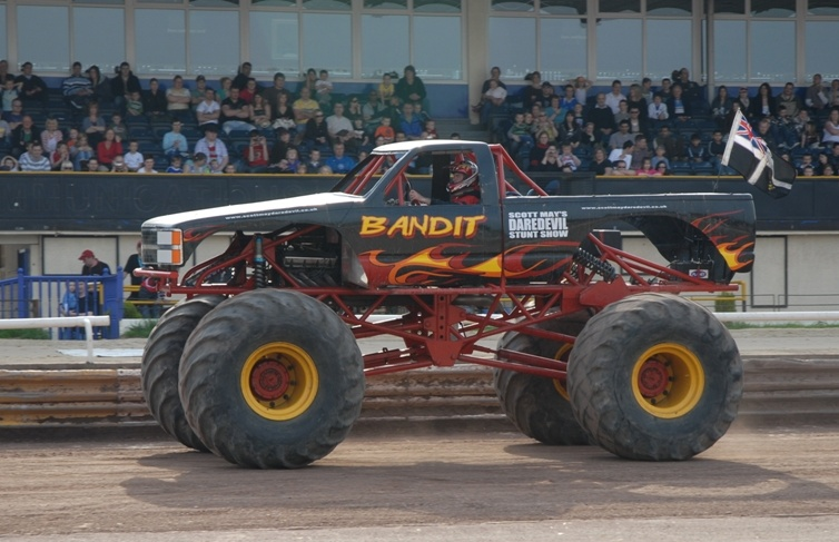 Monster-Truck-and-Stunt-Driving-in-Cornwall.jpg