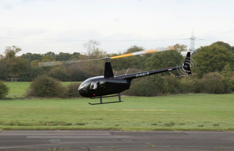 Robinson-R44-Flying-Lesson-in-Hertfordshire-02.jpg