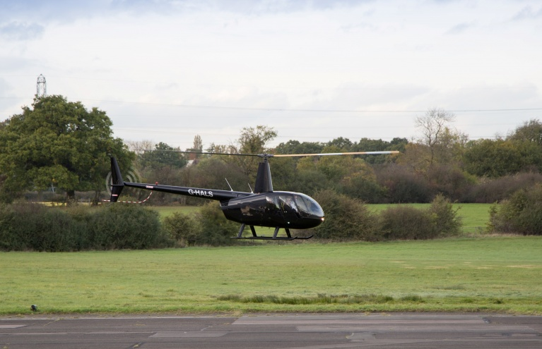 Robinson-R44-Flying-Lesson-in-Hertfordshire-03.jpg