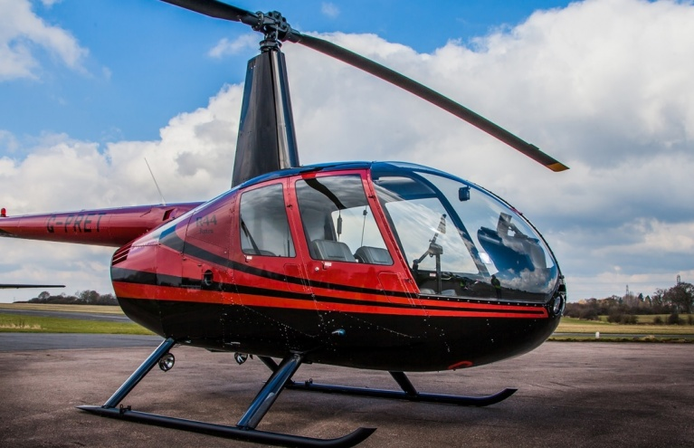 Robinson-R44-Flying-Lesson-in-Hertfordshire-04.jpg