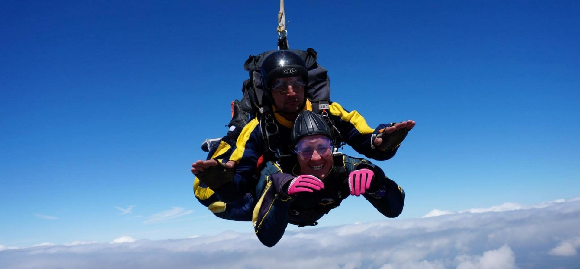 skydiving parachuting and united states parachute Looking for the best skydiving prices in long island look no further located just 50 miles from nyc, skydive long island offers the area's best rates.