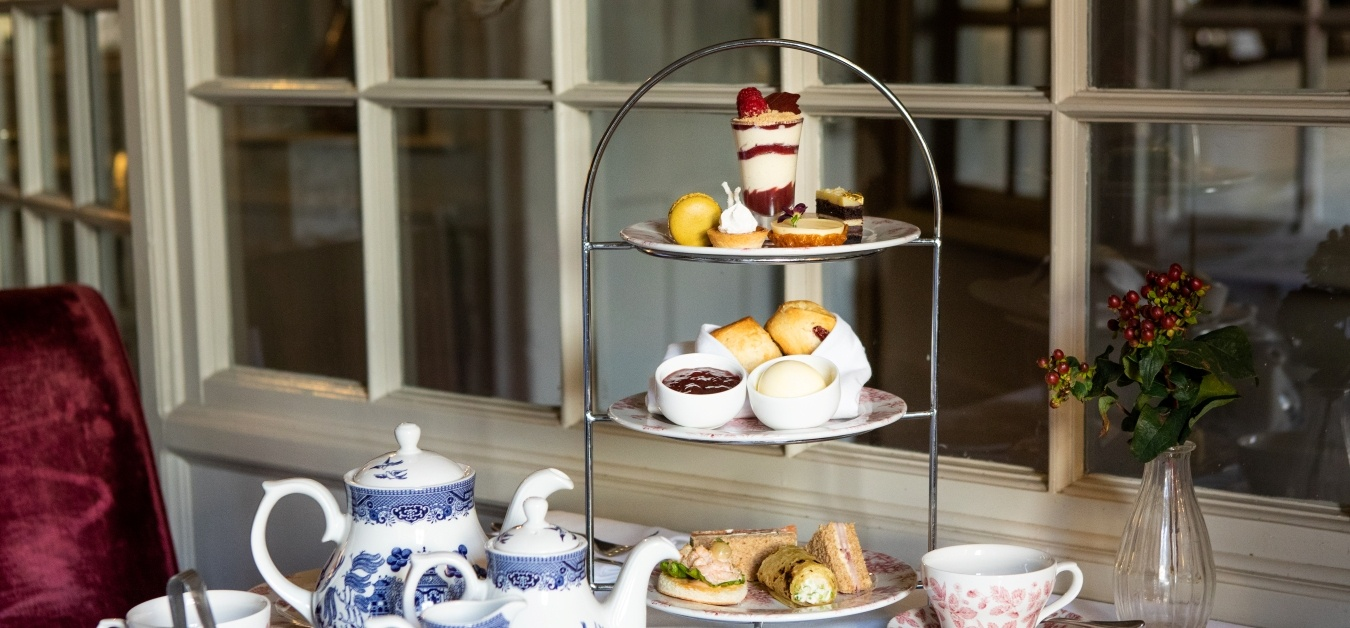 Blenheim Palace and Afternoon Tea for Two at Macdonald Bear Hotel-4