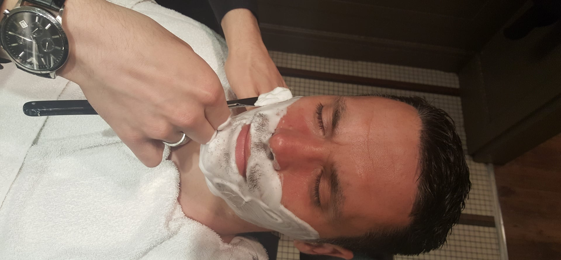 Gentlemen's Wet Shave and Prep Facial in London-9