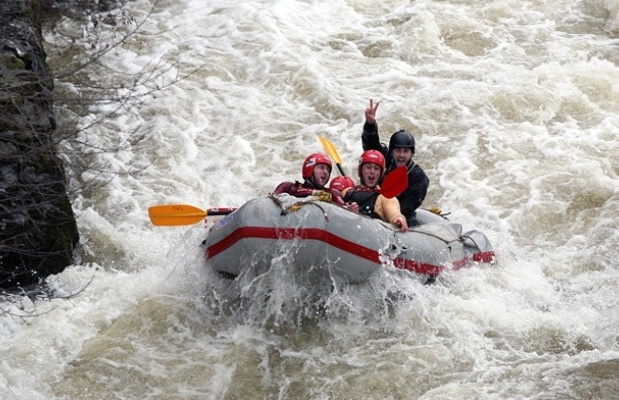Whitewater-raft-experience-in-llagollen.jpg