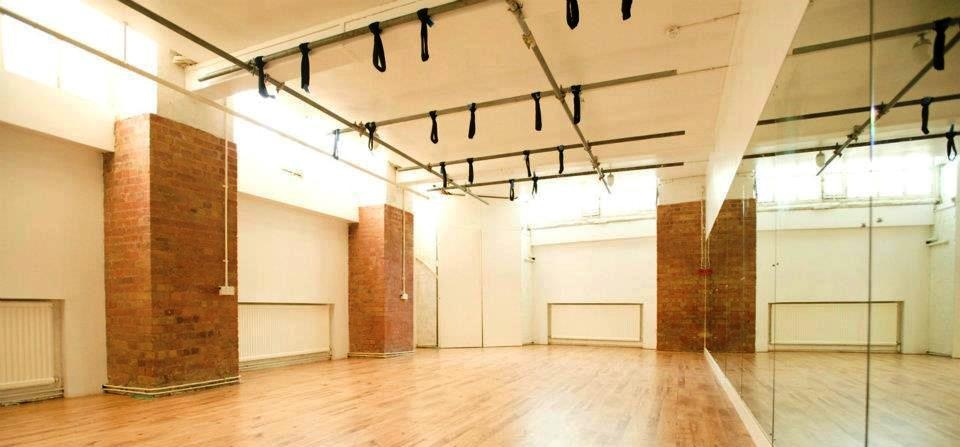 Anti Gravity Yoga Class For Two - London-4