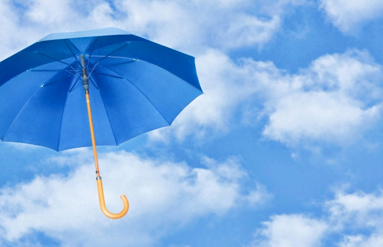 blue-umbrella-floating-in-sky-mary-poppins-tour-2.jpg