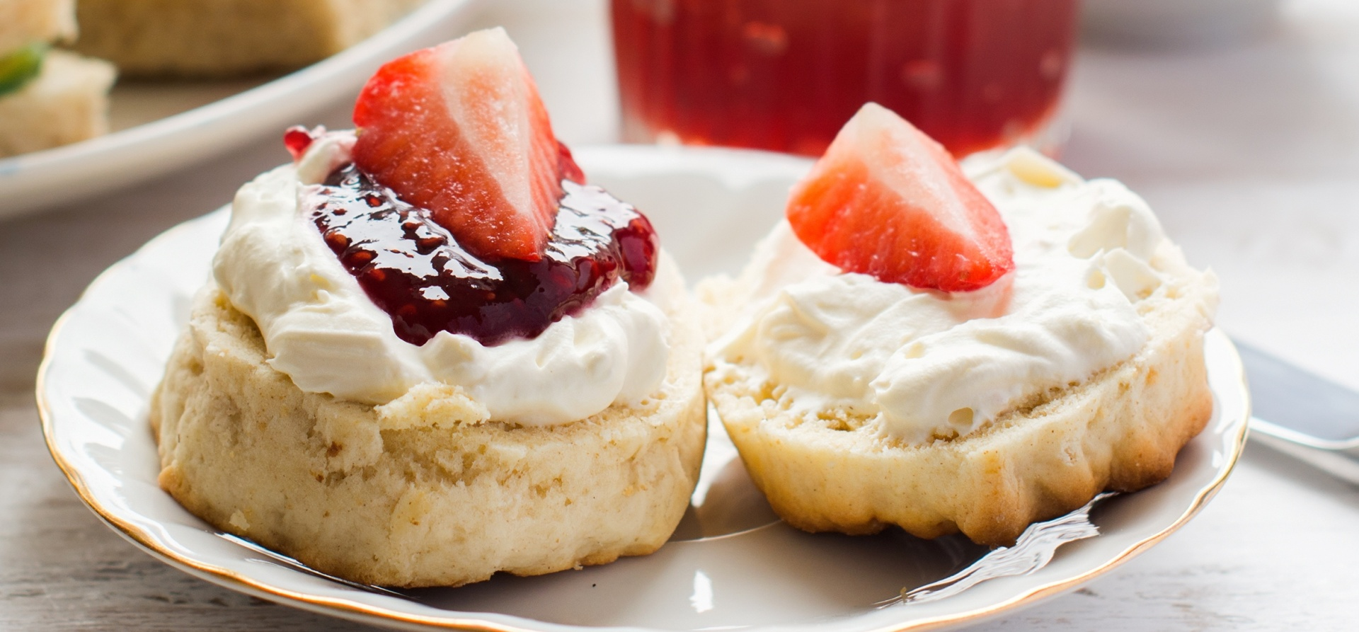 Highbullen Hotel Devon Cream Tea for Two-1
