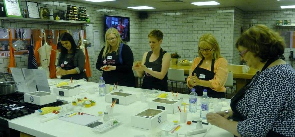 Cake Decorating Classes South Wales : Learn how to bake and decorate the perfect cupcakes ...