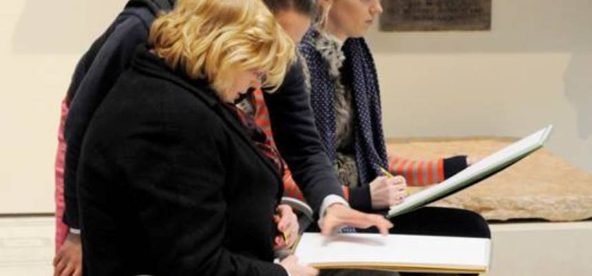 Drawing Workshop at the V&A for Adults - London-5