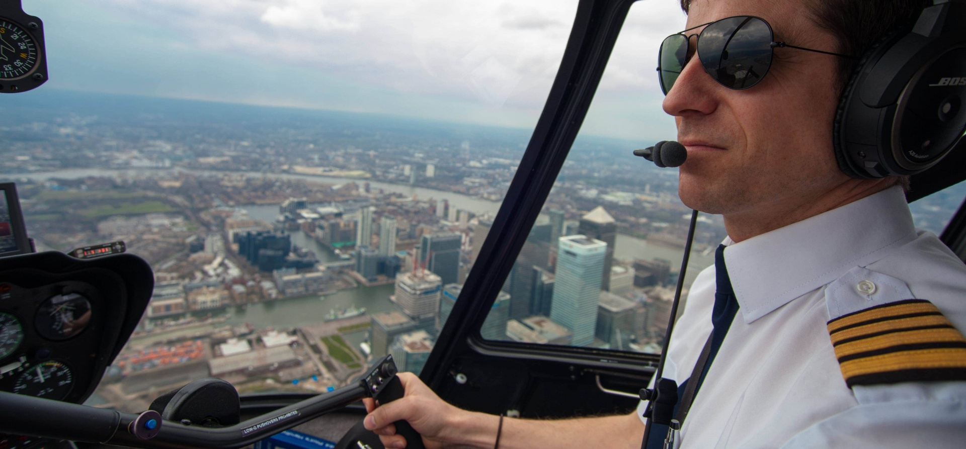 30 Minute Helicopter Flying Lesson Hertfordshire-5