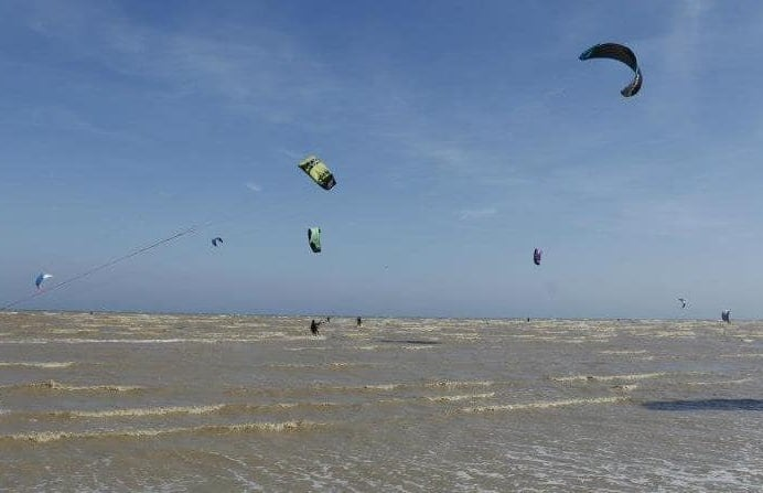 kite-surfing-experience-in-cambersands.jpg