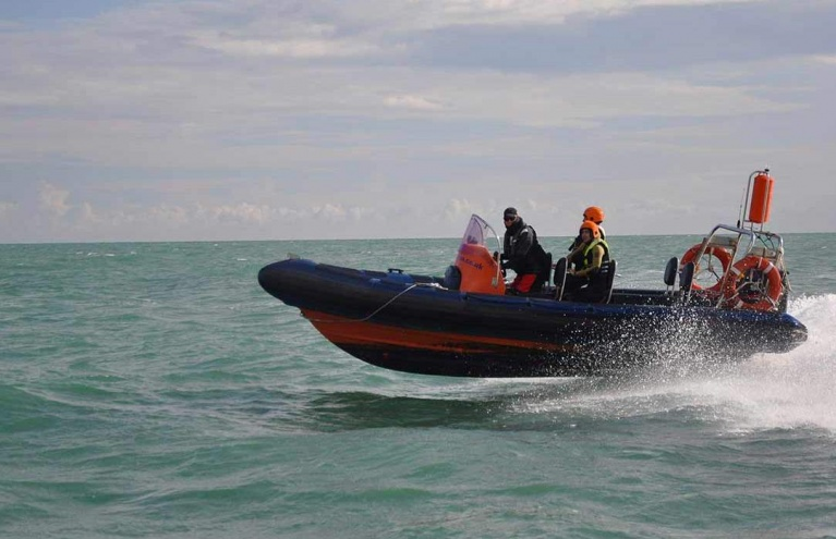 learn-to-drive-a-power-boat-in-brighton.jpg